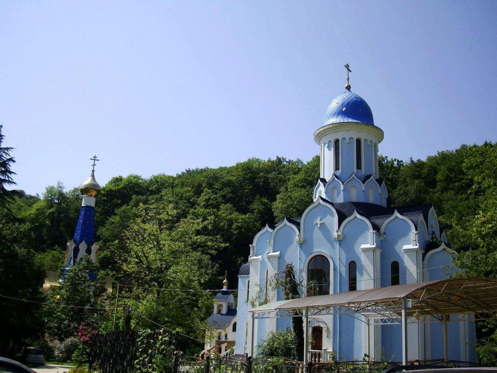 Женский монастырь в с. Лесное