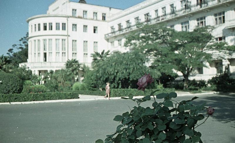 Знаменитая гостиница Приморская, 1950-51