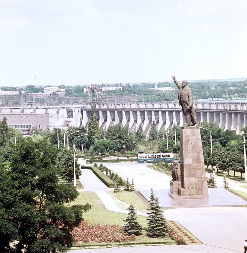 Памятник В.И. Ленину у Днепропетровской гидроэлектростанции имени В.И. Ленина