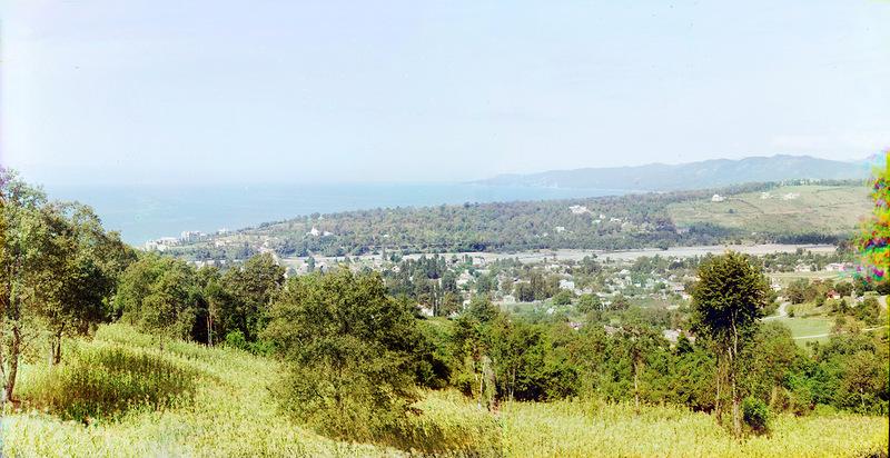 Первая панорама представляет собой вид центрального Сочи с востока