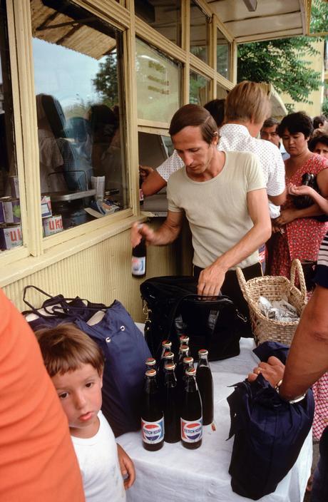Народ ломиться за Пепси-Колой