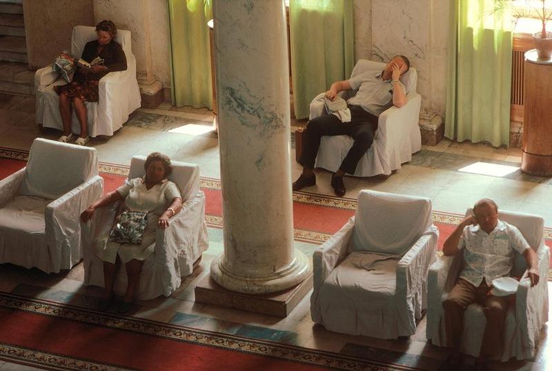 Народ отдыхает после серных ванн в Мацесте