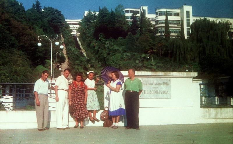 На снимках 1956 года санаторий Ворошилова, Пушкинский проспект, санаторий им. С.М. Кирова, набережная: