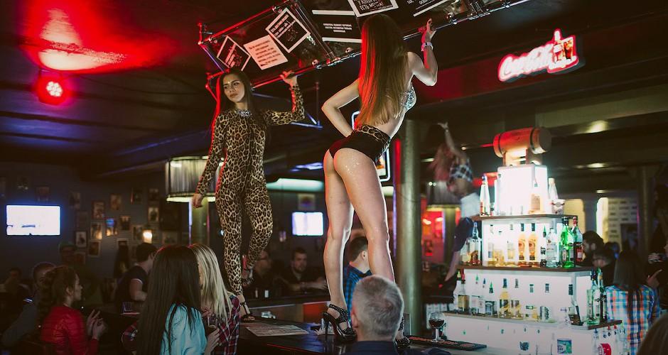 Чемпионат по танцам на барной стойке. Отборочные туры