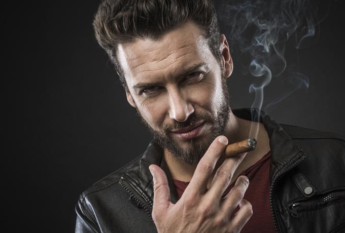9 способов, как плохие парни манипулируют девушками