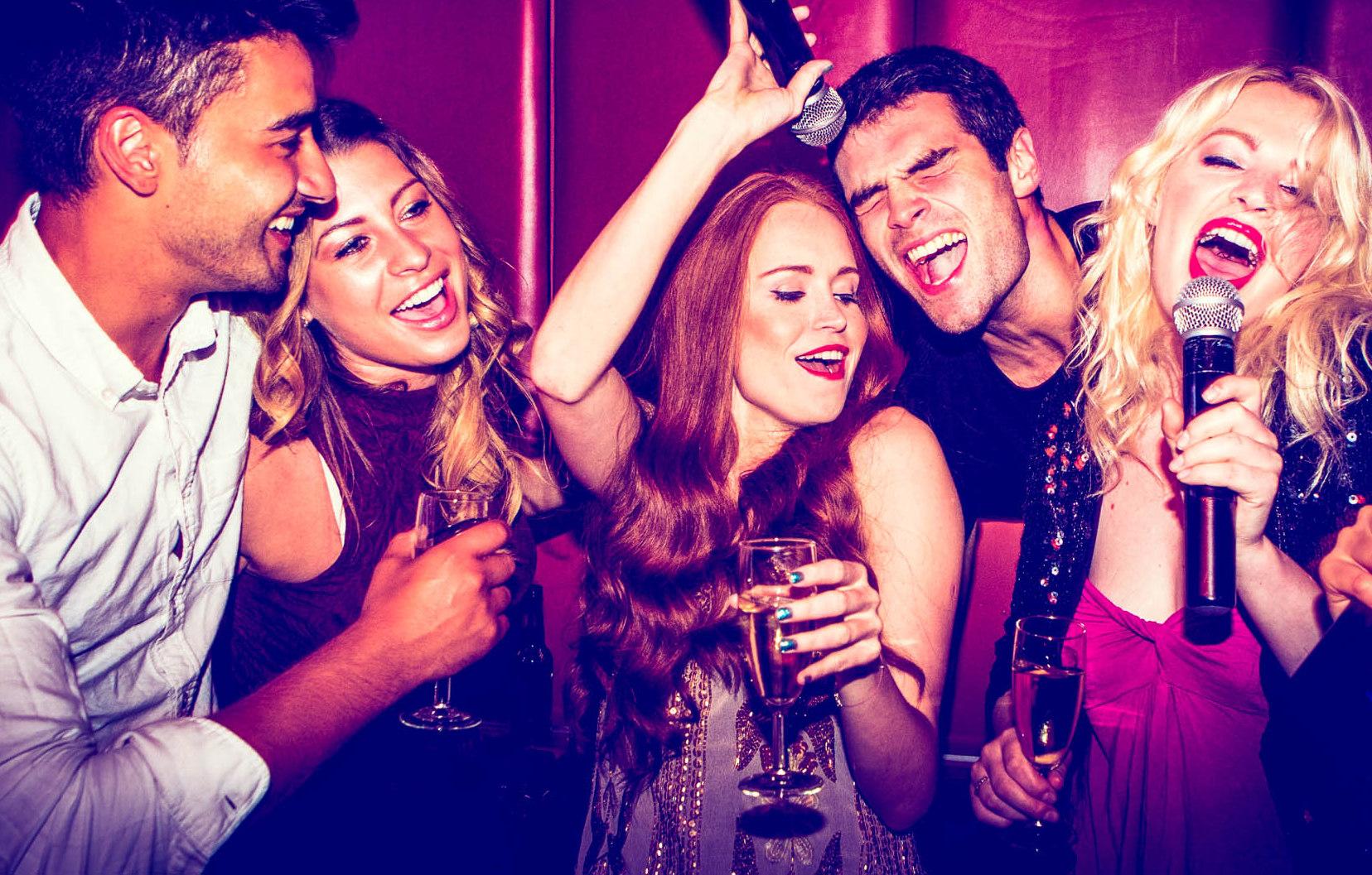 Фирменная вечеринка «Поет тот, кто пьет Moet»